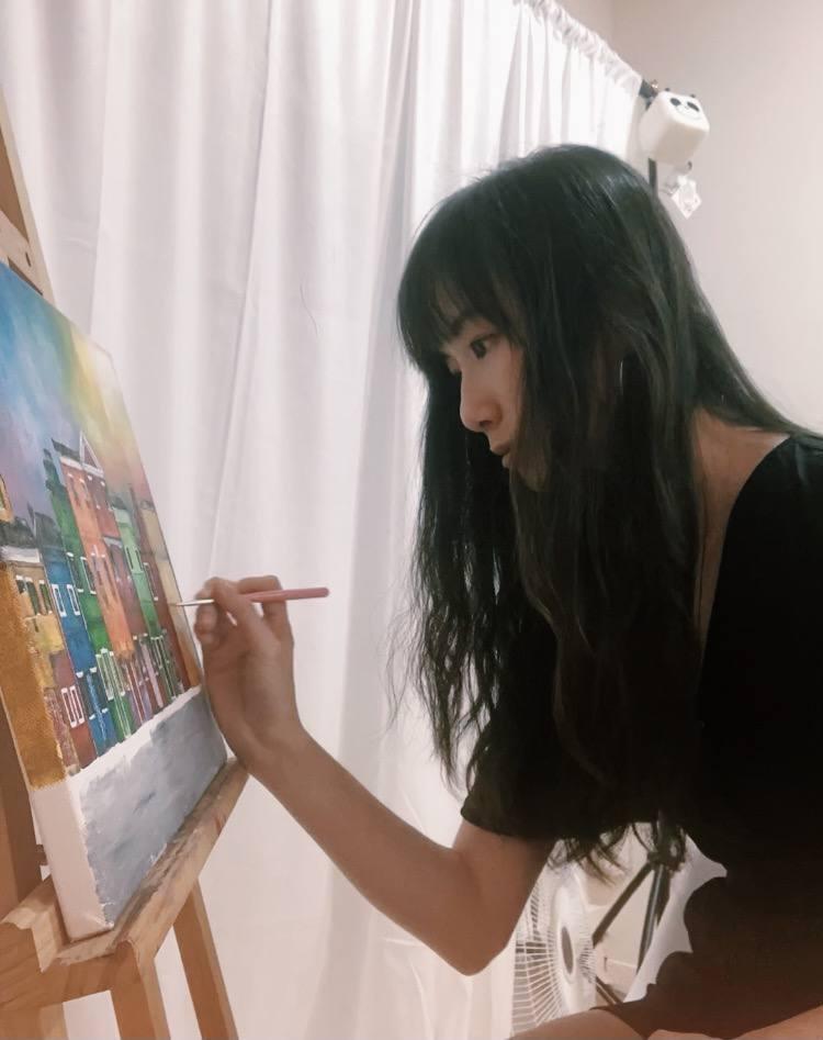 Artist Celine Chia | Artrepreneur in her art studio in singapore
