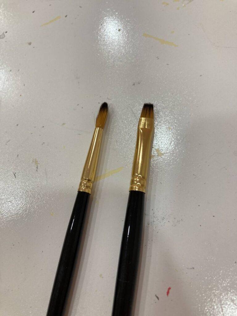 Sharp tip Brush (Left) vs Flat Tip Brush (Right)